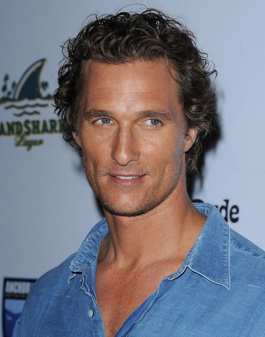 Matthew McConaughey neprojde otáčivými dveřmi.