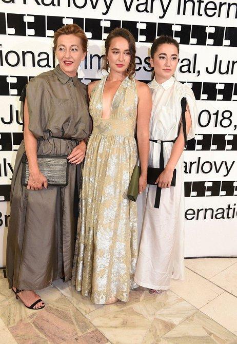 Vanda Hybnerová s dcerami