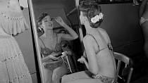 Margaret van Beer z Holandska se připravuje na finále Miss World 1951