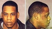 Rapper Jay Z se dnes prezentuje jako spořádaný muž, manžel a otec, ale i on má z minulosti škraloup. V roce 1999 napadl v baru muže, který utrpěl vážná zranění. Jay Z dostal čtyřletou podmínku.