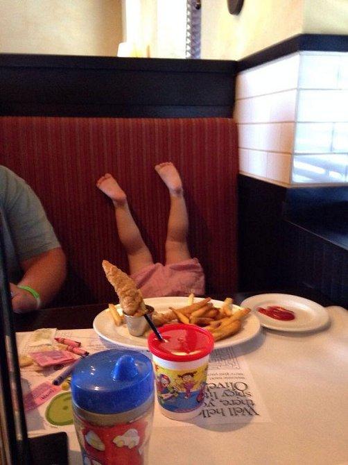 Další poklidná večeře v restauraci.