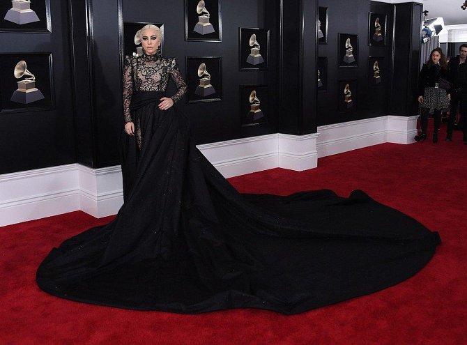 Lady Gaga a její mega vlečka.