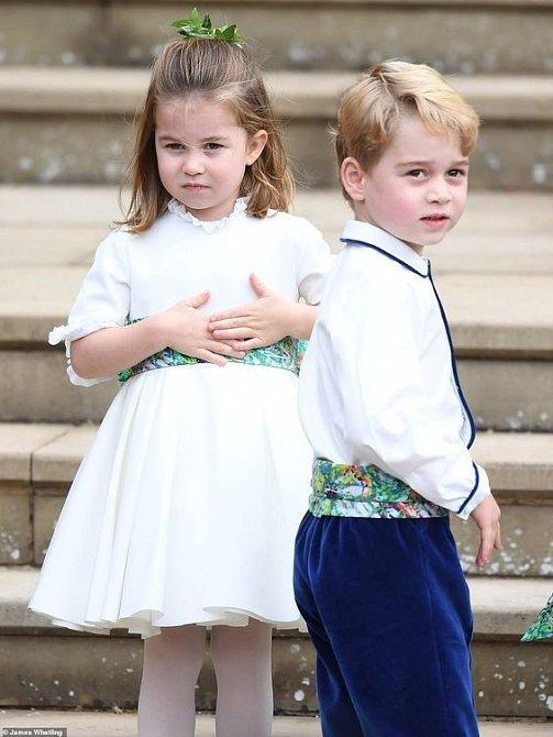 Princ George se sestrou Charlotte