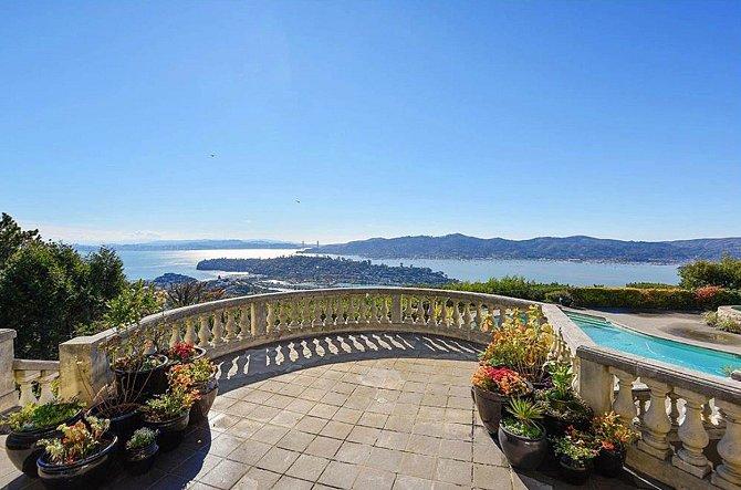 Lars Ulrich prodává luxusní dům nedaleko San Franciska za závratných 12 milionů dolarů. V dálce je vidět slavný most Golden Gate.