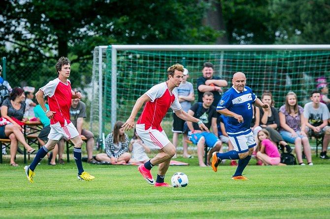 Jakub Štáfek miluje fotbal, stejně jako v Ulici.