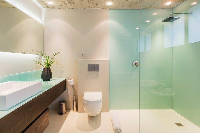 Pokud jste hostitelka, jako první hostům ukažte, kde je toaleta a koupelna, aby věděli, kam si odskočit.