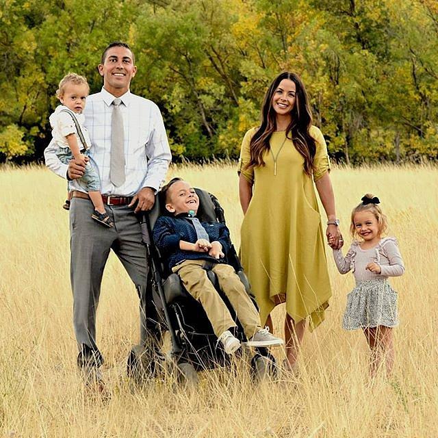 Rodina prožívá štěstí po svém.