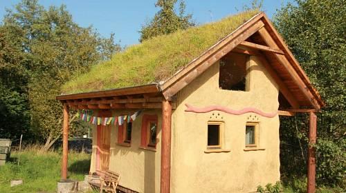 <p>Domek v Křižanech u Liberce je ze slámy, dřeva, jílu a ovčí vlny </p>