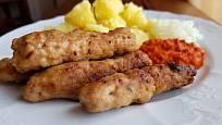 Ajvar je pasta z grilovaných paprik, případně další zeleniny, zejména cibule a lilku.