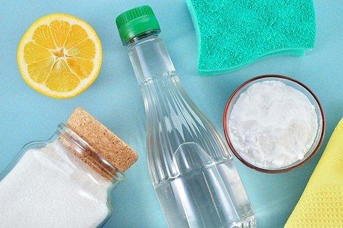 K čisté vaně vám pomůže, jedlá soda, ocet i citrusy.