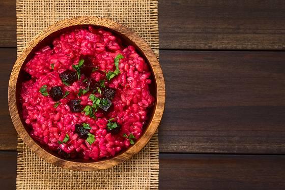 Rudé rizoto je skvělou alternativou klasického houbového.