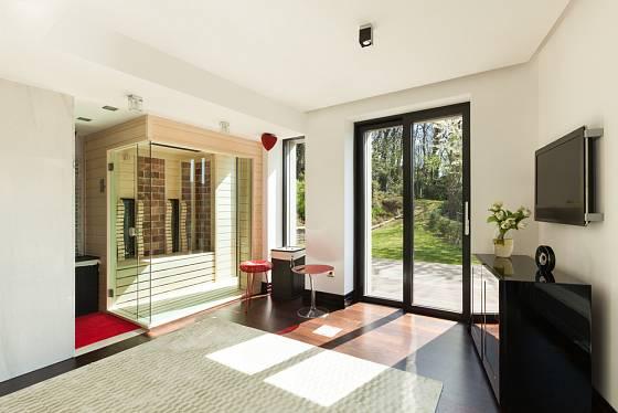 Sauna jako součást moderního interiéru.