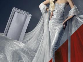 Moderní šedá barva a jemná vlna tašky vytváří esteticky jednoduchý design, který podtrhne moderní zpracování střešního pláště.