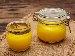 Přepuštěné máslo má oproti tomu klasickému při tepelné úpravě hned několik zásadních výhod
