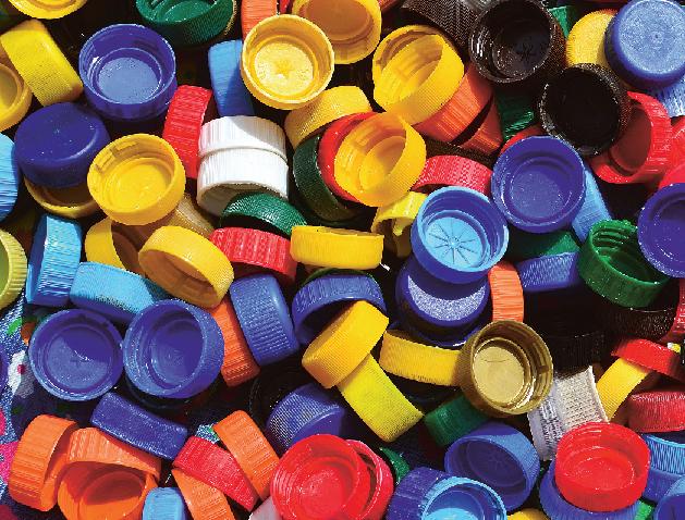 Z plastových víček se vyrábí například potrubí