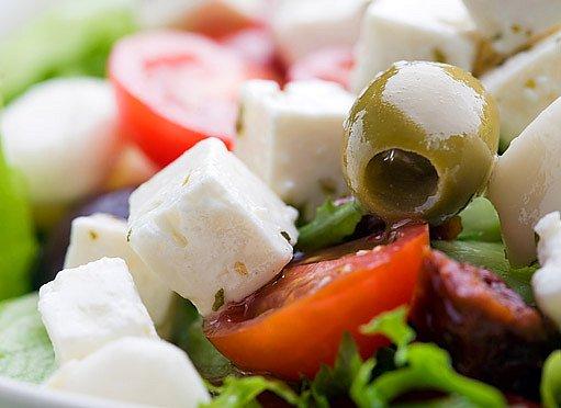 Středomořská strava totiž obsahuje spoustu ovoce a zeleniny a dostatek olivového oleje