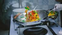 Celonerezový wok můžete bez starostí dát do trouby.