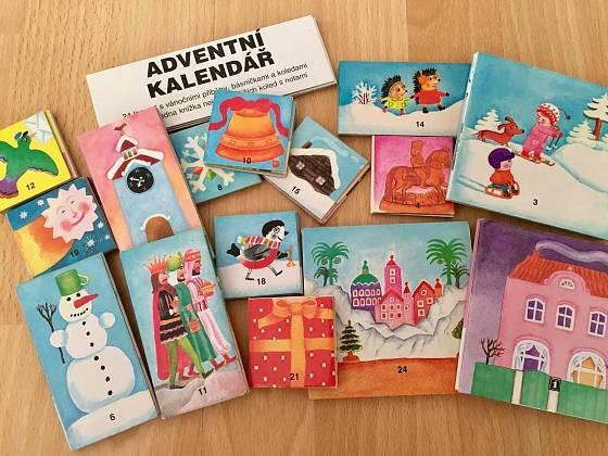 Adventní kalendář s příběhy, básničkami a koledami.