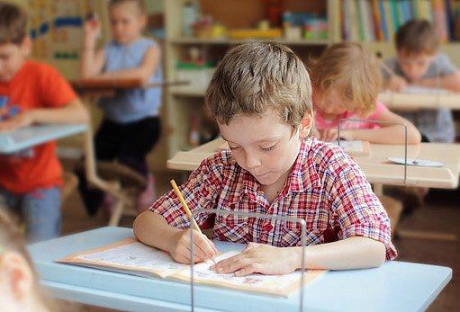 celodenní sezení ve škole není příliš zdravé