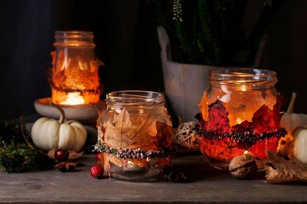 Nádherné svícny z podzimního listí zvládnou i děti