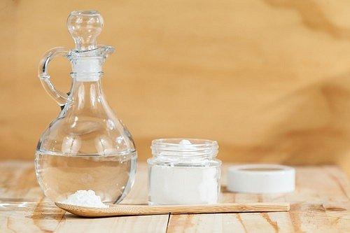 Jedlá soda je úžasná v tom, že je to naprosto univerzální prášek, který vykouzlí čistý domov i za pár korun.