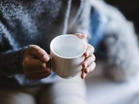 Šálek horké vody na lačno nastartuje váš organismus.