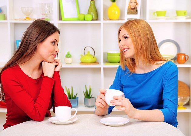 Čaj má uklidňující účinky. A co teprve když si jej dáte s kamarádkou!