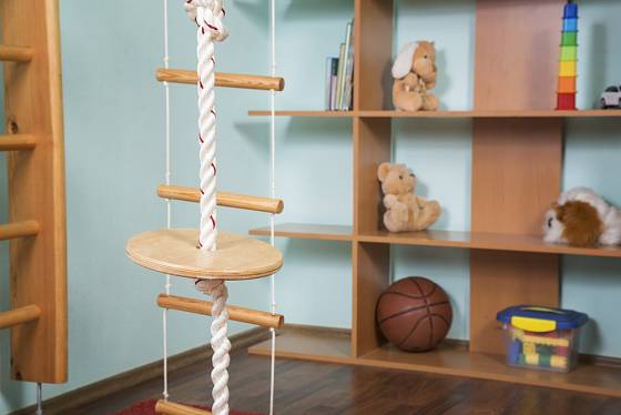 Závěsné hračky v dětském pokoji mohou mít mnoho podob