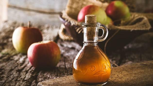 Jablečný ocet by měl mít zlatavou barvu