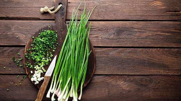 Cibule, a především ta jarní, je plná živin, antioxidantů, vitamínů a minerálů