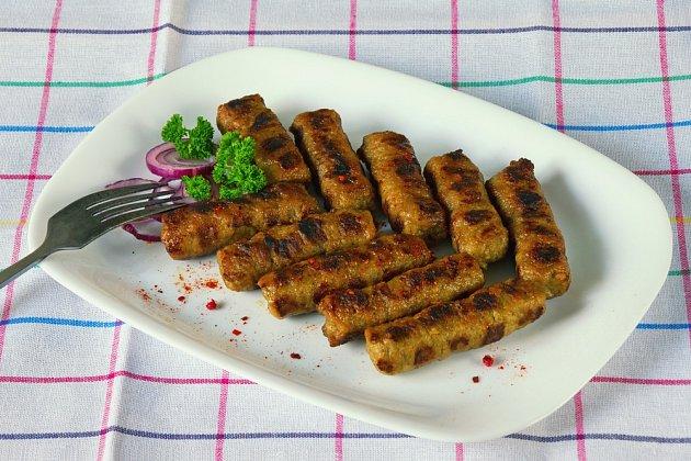 Čevabčiči (na Balkáně čevapi) je nejtypičtějším jídlem