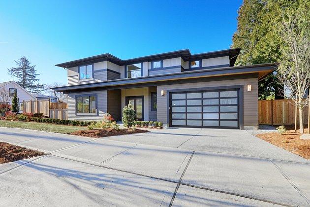 Při výběru typu vrat zohledněte estetiku - musí pasovat k vašemu domu.