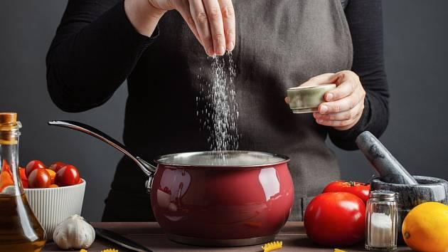Jak zachránit přesolenou polévku či omáčku?