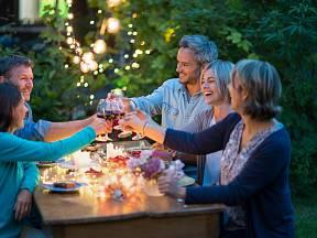 Co může být lepšího, než večeřet pod širým nebem s hvězdami a ve společnosti svých blízkých či přátel?