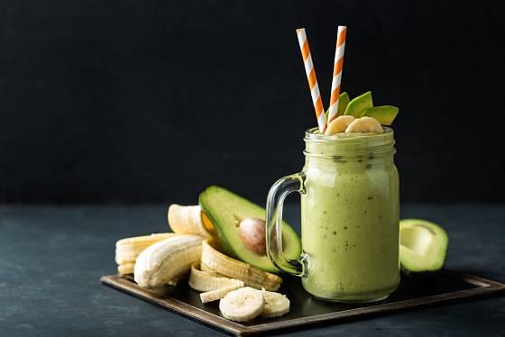 Avokádo s banánem vám dodá energii a zdravé tuky.