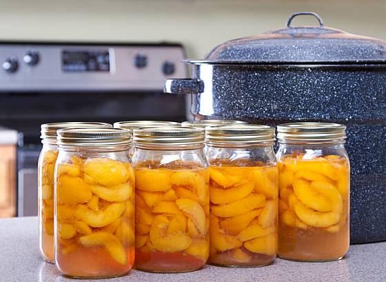 Zavařené ovoce potěší v zimě