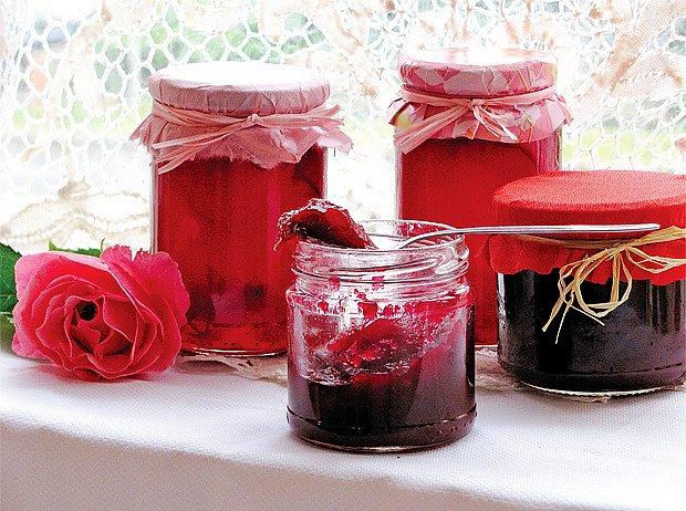 džem z okvětních lístků růže