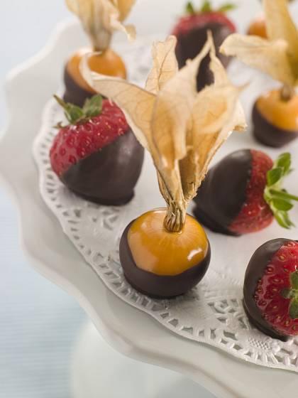 Lahodné plody mochyně peruánské můžeme namáčet v čokoládě.