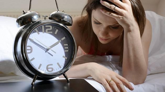 Nespavost může představovat vážný problém.