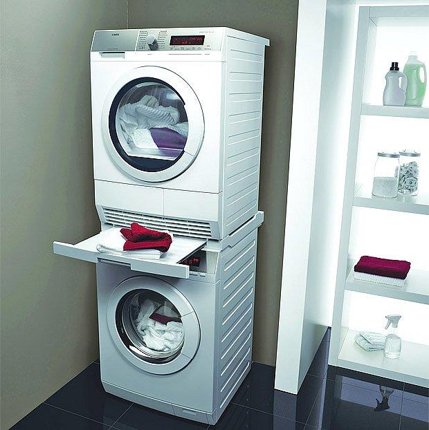 Buben pračky AEG ProTex šetří prádlo. Mezikusem ji lze spojit se sušičkou.
