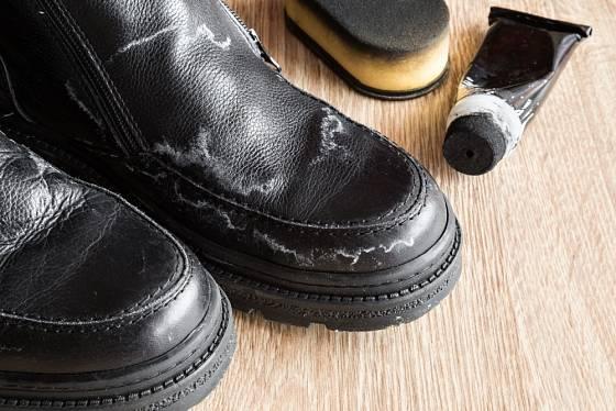 Bílé mapy od soli jsou pro boty pohroma