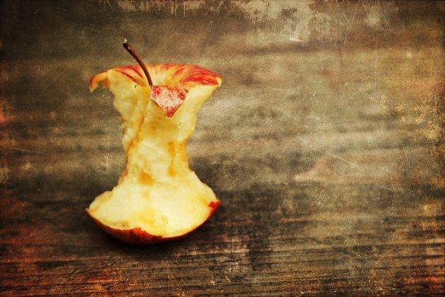 Jak si vyrobit jablečný ocet z ohryzků