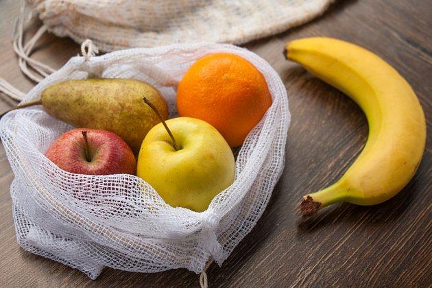 Na ovoce a zeleninu využijete textilní sáčky, mohou být ušité i ze záclony.