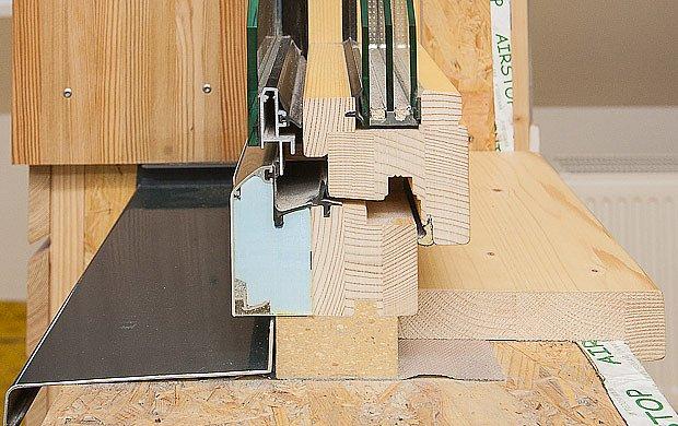 Purenit jako součást hliníkové části okenního rámu