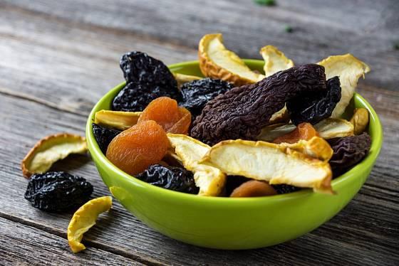 Sušení ovoce patří k tradičním způsobům konzervace.