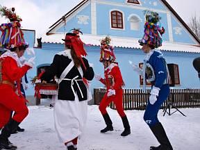 Tanec Turků - masopustní průvod na Veselém Kopci.