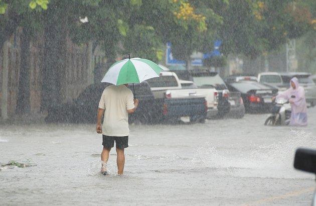 Bouřka je nebezpečná, i když pouze prší