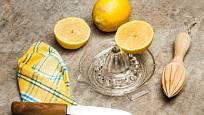 Lis na citrusy může být skleněný i dřevěný.