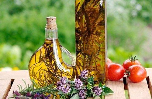 V hezké láhvi můžete ocet dokonce i darovat jako jedlý dárek nebo kuchyňskou dekoraci.
