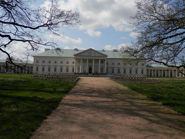 Na zámku Kačina dnes sídlí Muzeum českého venkova.